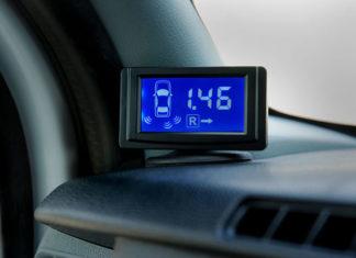 Czujniki i kamery cofania – wygodny sposób na parkowanie